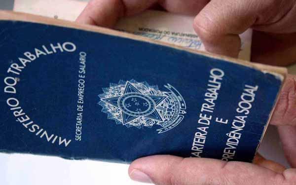 Ministério do Trabalho nega que carteira de trabalho passará a ser cobrada