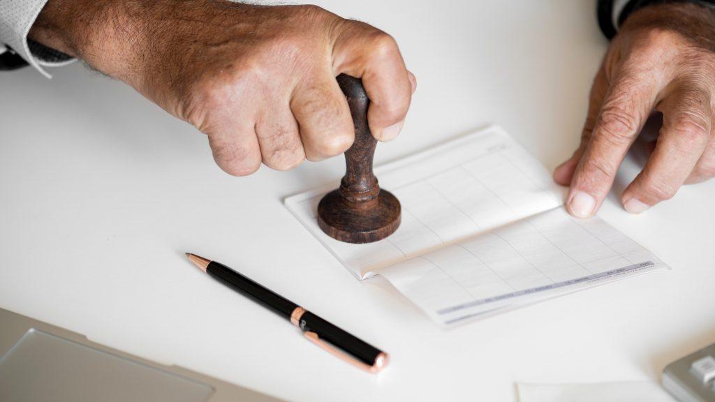 Ampliação de serviços remunerados oferecidos por cartórios de registro civil é constitucional